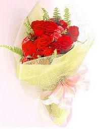 9 adet kirmizi gül buketi  Diyarbakır çiçek gönderme