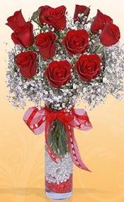 10 adet kirmizi gülden vazo tanzimi  Diyarbakır yurtiçi ve yurtdışı çiçek siparişi