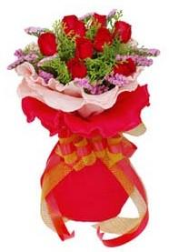Diyarbakır çiçekçi telefonları  8 Adet kirmizi güllerden buket tanzimi