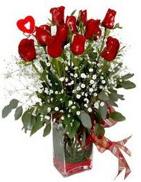 Diyarbakır çiçek gönderme sitemiz güvenlidir  9 adet mika yada cam vazoda gül tanzimi kalp çubuk