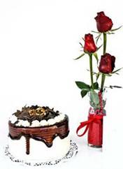 Diyarbakır çiçek gönderme sitemiz güvenlidir  vazoda 3 adet kirmizi gül ve yaspasta