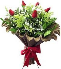 Diyarbakır çiçek yolla  5 adet kirmizi gül buketi demeti