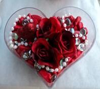 Diyarbakır çiçek gönderme  mika kalp içerisinde 3 adet gül ve taslar
