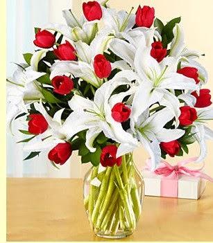 Diyarbakır yurtiçi ve yurtdışı çiçek siparişi  3 kazablanka 10 kırmızı gül vazosu