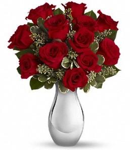 Diyarbakır çiçek gönderme sitemiz güvenlidir   vazo içerisinde 11 adet kırmızı gül tanzimi