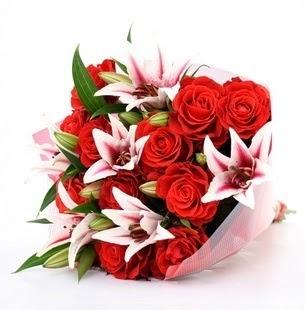 Diyarbakır çiçek gönderme sitemiz güvenlidir  3 dal kazablanka ve 11 adet kırmızı gül