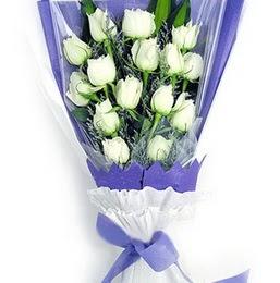 Diyarbakır güvenli kaliteli hızlı çiçek  11 adet beyaz gül buket modeli