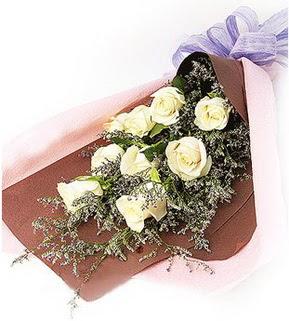 Diyarbakır çiçek gönderme  9 adet beyaz gülden görsel buket çiçeği