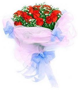 Diyarbakır yurtiçi ve yurtdışı çiçek siparişi  11 adet kırmızı güllerden buket modeli