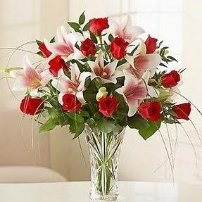Diyarbakır internetten çiçek satışı  12 adet kırmızı gül 1 dal kazablanka çiçeği