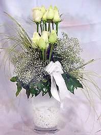 Diyarbakır çiçek yolla  9 adet vazoda beyaz gül - sevdiklerinize çiçek seçimi