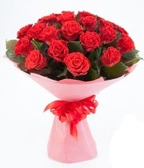 15 adet kırmızı gülden buket tanzimi  Diyarbakır yurtiçi ve yurtdışı çiçek siparişi