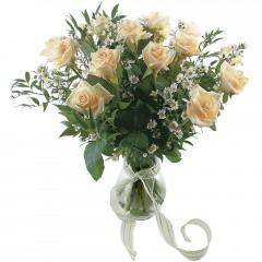 Vazoda 8 adet beyaz gül  Diyarbakır çiçek , çiçekçi , çiçekçilik