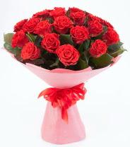 12 adet kırmızı gül buketi  Diyarbakır yurtiçi ve yurtdışı çiçek siparişi
