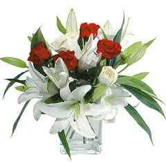 vazo içerisinde 4 gül 1 adet kazablanka  Diyarbakır çiçek yolla