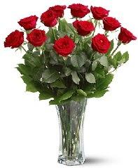 11 adet kırmızı gül vazoda  Diyarbakır İnternetten çiçek siparişi