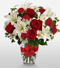 Eşsiz vazo tanzimi güller kazablankalar  Diyarbakır çiçek yolla