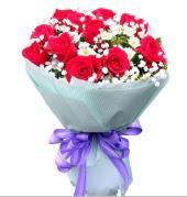 12 adet kırmızı gül ve beyaz kır çiçekleri  Diyarbakır güvenli kaliteli hızlı çiçek