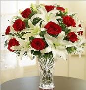 12 adet kırmızı gül 2 dal kazablanka vazosu  Diyarbakır çiçek online çiçek siparişi
