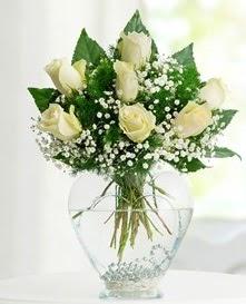 Cam içerisinde 7 adet beyaz gül  Diyarbakır çiçekçi telefonları