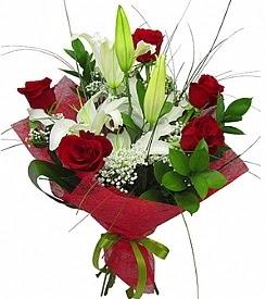 1 dal kazablanka 5 kırmızı gül buketi  Diyarbakır çiçekçiler