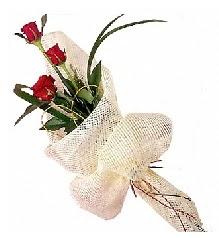 3 adet kırmızı gül buketi  Diyarbakır internetten çiçek siparişi