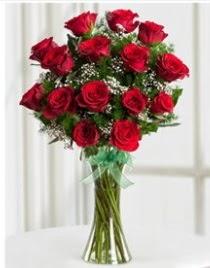 Cam vazo içerisinde 11 kırmızı gül vazosu  Diyarbakır ucuz çiçek gönder