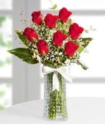 7 Adet vazoda kırmızı gül sevgiliye özel  Diyarbakır yurtiçi ve yurtdışı çiçek siparişi
