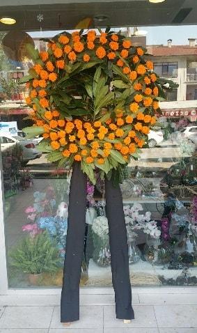 Cenaze çiçeği cenaze çelengi çiçek modeli  Diyarbakır anneler günü çiçek yolla