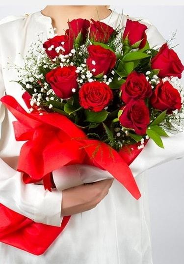 Aşk Gülleri 11 Adet kırmızı gül buketi  Diyarbakır hediye sevgilime hediye çiçek