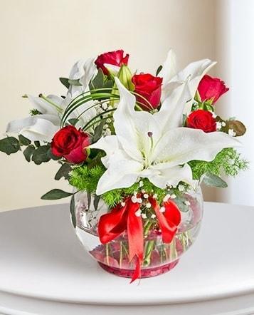 Fanus Vazoda 2 Lilyum ve 5 Gül Dansı  Diyarbakır anneler günü çiçek yolla