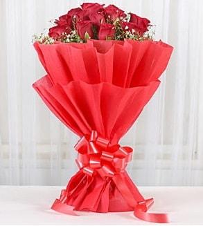 12 adet kırmızı gül buketi  Diyarbakır kaliteli taze ve ucuz çiçekler