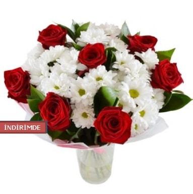 7 kırmızı gül ve 1 demet krizantem  Diyarbakır uluslararası çiçek gönderme