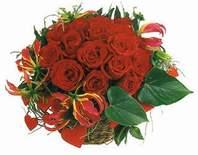 Diyarbakır ucuz çiçek gönder  12 adet gülden sepet tanzim